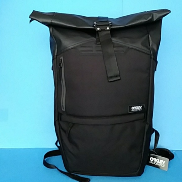 79eabbf1b7d46 BRAND NEW OAKLEY BACKPACK
